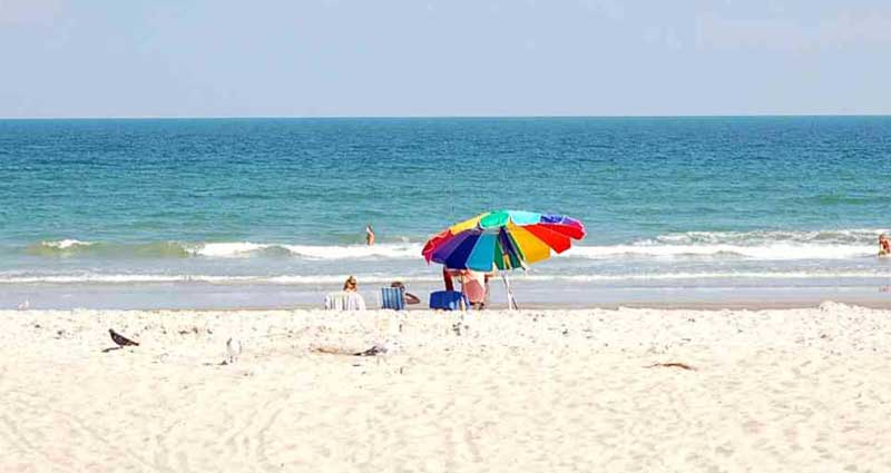 C3-Beach-chairs-umbrella-800x425